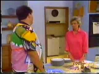 Dennis Wilton, Helen Daniels in Neighbours Episode 0468