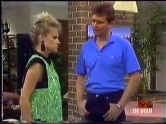 Daphne Clarke, Des Clarke in Neighbours Episode 0469