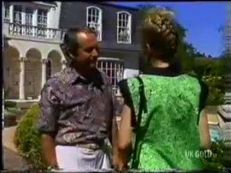 Allen Lawrence, Daphne Clarke in Neighbours Episode 0469