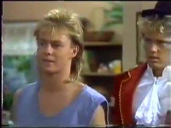 Scott Robinson, Henry Mitchell in Neighbours Episode 0471