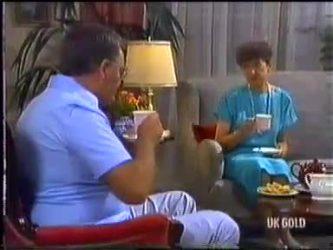 Harold Bishop, Nell Mangel in Neighbours Episode 0474