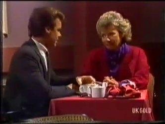 Paul Robinson, Helen Daniels in Neighbours Episode 0479