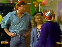 Des Clarke, Sharon Davies, Bronwyn Davies in Neighbours Episode 0780