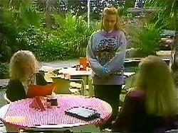 Sharon Davies, Bronwyn Davies, Jane Harris in Neighbours Episode 0781