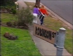 Hannah Martin, Claire Girard in Neighbours Episode 2961