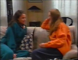 Caitlin Atkins, Mandi Rodgers in Neighbours Episode 2962