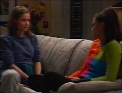 Caitlin Atkins, Sarah Beaumont in Neighbours Episode 2963