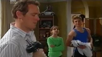 Max Hoyland, Summer Hoyland, Boyd Hoyland in Neighbours Episode 4659