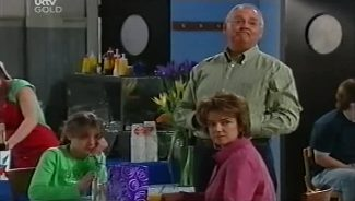 Summer Hoyland, Harold Bishop, Lyn Scully in Neighbours Episode 4659