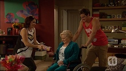 Naomi Canning, Sheila Canning, Kyle Canning in Neighbours Episode 7038