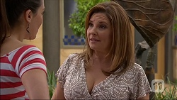 Paige Novak, Terese Willis in Neighbours Episode 7038
