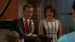 Paul Robinson, Naomi Canning in Neighbours Episode 7043
