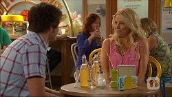 Chris Pappas, Lucy Robinson in Neighbours Episode 7044