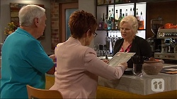 Lou Carpenter, Susan Kennedy, Sheila Canning in Neighbours Episode 7048