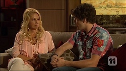 Lucy Robinson, Chris Pappas in Neighbours Episode 7050