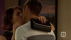 Naomi Canning, Mark Brennan in Neighbours Episode 7056
