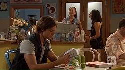 Tyler Brennan, Paige Novak, Imogen Willis in Neighbours Episode 7066