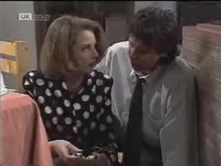 Melanie Pearson, Joe Mangel in Neighbours Episode 1488