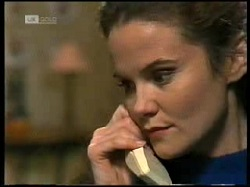 Julie Robinson in Neighbours Episode 1966