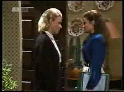 Helen Daniels, Julie Robinson in Neighbours Episode 1966