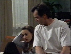 Libby Kennedy, Karl Kennedy in Neighbours Episode 2797