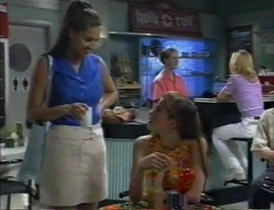 Sarah Beaumont, Anne Wilkinson in Neighbours Episode 2798
