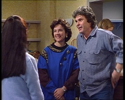 Susan Kennedy, Lyn Scully, Joe Scully in Neighbours Episode 3419