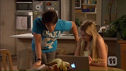 Chris Pappas, Amber Turner in Neighbours Episode 7075