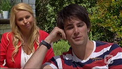Lucy Robinson, Chris Pappas in Neighbours Episode 7090