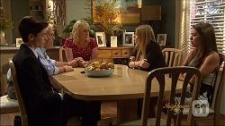 Bailey Turner, Lou Carpenter, Lauren Turner, Amber Turner, Paige Novak in Neighbours Episode 7092