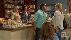 Lauren Turner, Bailey Turner, Brad Willis, Danni Ferguson, Terese Willis in Neighbours Episode 7098