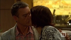 Paul Robinson, Naomi Canning in Neighbours Episode 7102