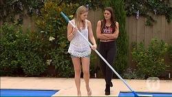 Amber Turner, Paige Novak in Neighbours Episode 7105