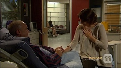 Paul Robinson, Naomi Canning in Neighbours Episode 7112