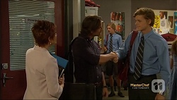 Susan Kennedy, Brad Willis, Clem Hanley in Neighbours Episode 7121