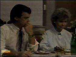 Paul Robinson, Helen Daniels in Neighbours Episode 0482