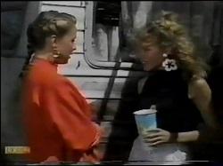 Sue Parker, Charlene Mitchell in Neighbours Episode 0484