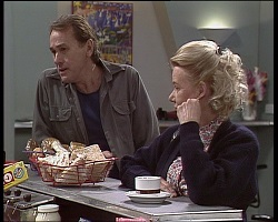 Doug Willis, Helen Daniels in Neighbours Episode 1521