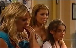 Steph Scully, Izzy Hoyland, Summer Hoyland in Neighbours Episode 4702