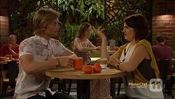 Daniel Robinson, Naomi Canning in Neighbours Episode 7142