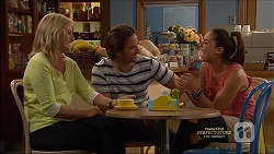 Lauren Turner, Brad Willis, Paige Novak in Neighbours Episode 7162