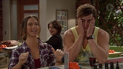 Amy Williams, Naomi Canning, Kyle Canning in Neighbours Episode 7168