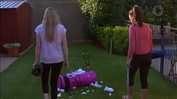 Amber Turner, Paige Novak in Neighbours Episode 7170