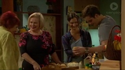 Angie Rebecchi, Sheila Canning, Amy Williams, Kyle Canning in Neighbours Episode 7196