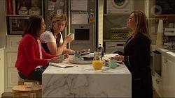 Imogen Willis, Daniel Robinson, Terese Willis in Neighbours Episode 7199