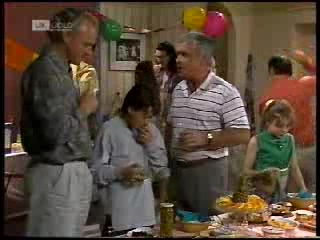 Jim Robinson, Toby Mangel, Dorothy Burke, Lou Carpenter, Hannah Martin, Benito Alessi in Neighbours Episode 1820
