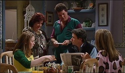 Michelle Scully, Lyn Scully, Mick Scully, Joe Scully, Felicity Scully in Neighbours Episode 3670