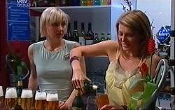 Sindi Watts, Izzy Hoyland in Neighbours Episode 4710