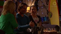 Lauren Turner, Brad Willis, Paige Novak in Neighbours Episode 7202
