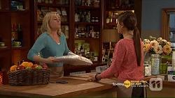 Lauren Turner, Paige Smith in Neighbours Episode 7206